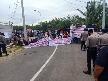 Akibat Suara Bising, Ratusan Warga Demo Perusahaan PLTMG Arun 2