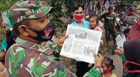 Babinsa Koramil 08 Bumiayu Tumbuhkan Minat Membaca Surat Kabar