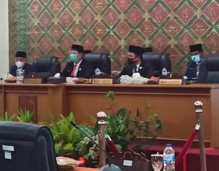 Ketua DPRD Pelalawan Adi Sukemi Diberhentikan