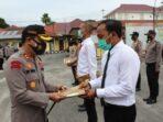 Kapolres Serahan Rewod Kepada Personil Yang Berprestasi