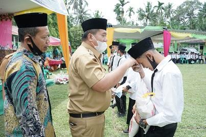 Wakil Bupati Lepas Peserta Didik Kelas IX MTs Al-Washliyah 64