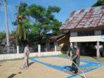 TNI Bantu Petani Aceh Utara Jemur Padi