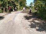 Pemdes Tuwuna Bersama Masyarakat Laksanakan Gotong Royong