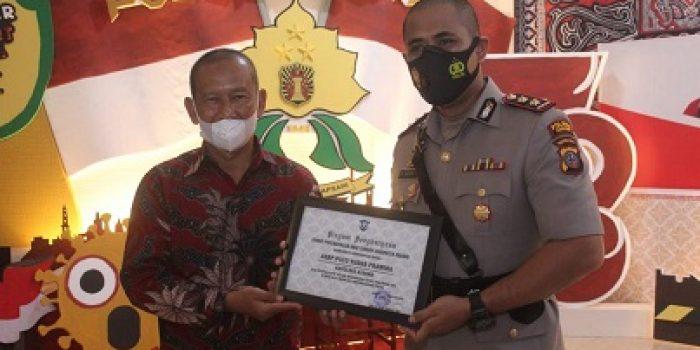 Kapolres Asahan Terima Penghargaan dari KPAD Kabupaten Asahan